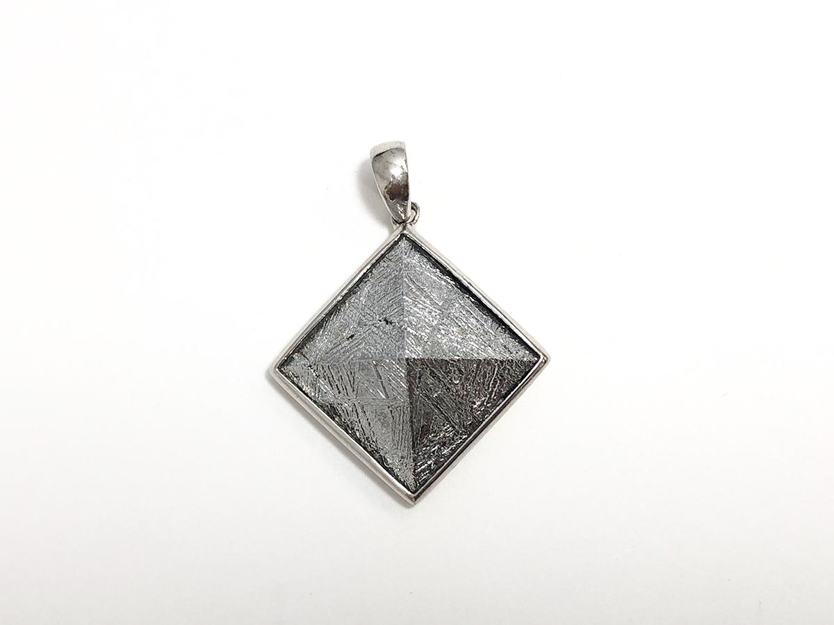 画像1: 隕鉄 ピラミッド型ペンダント K0347 (1)
